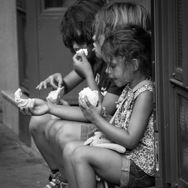 děti se svačinou